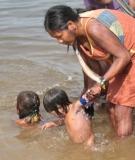 Kayapó women bathe their children in the waters of the Xingu.