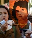 Manifestación Berta Cáceres en las puertas de la OEA en Washington DC el 5 de abril de 2016.