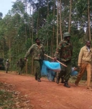 Police remove the body of a man who was shot dead in Bonyunyu, Nyamira County on January 9, 2017 as villagers protested the planned construction of a controversial dam.