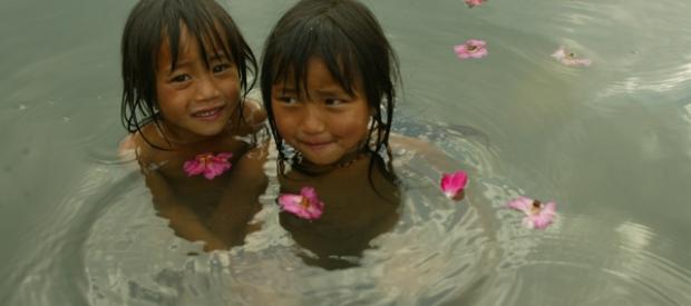 Children swimming in the Nu River
