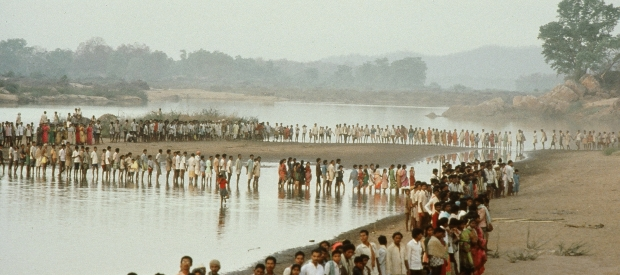 "The ""Rally for the Valley"" to stop dam construction on the Narmada in 1999."