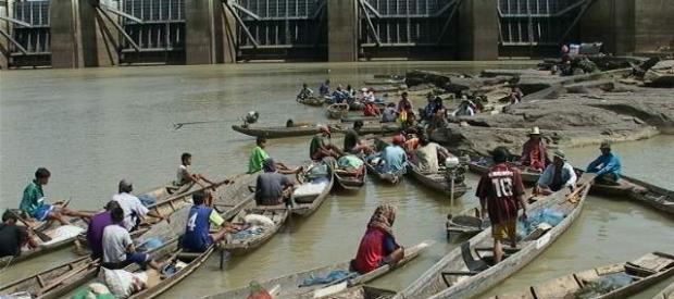 Boats at Pak Mun Dam
